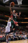 图文:[NBA]雄鹿VS76人 维拉纽瓦上篮