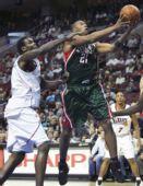 图文:[NBA]雄鹿VS76人 达蒙特上篮
