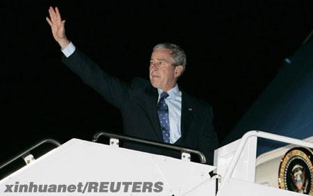 1月8日,美国总统布什乘专机离开华盛顿,启程出访以色列、巴勒斯坦、科威特、巴林、阿拉伯联合酋长国、沙特阿拉伯和埃及。新华社/路透