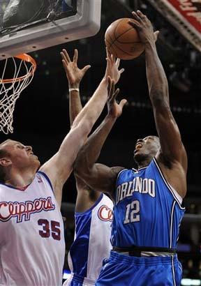 图文:[NBA]魔术胜快船 魔兽杀入禁区