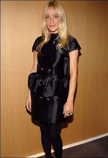 科洛-塞维妮身穿Balenciaga在卡迪亚鸡尾酒会上