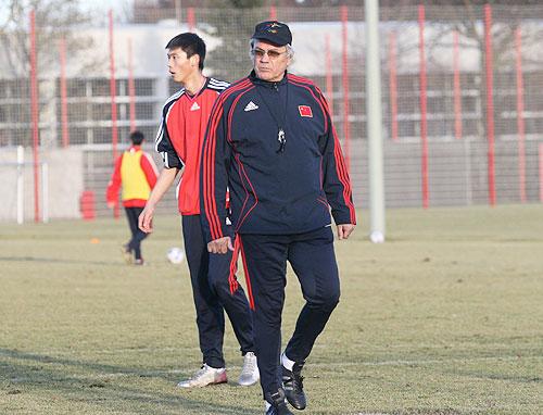 图文:国奥德国首次训练 杜伊单练许湛