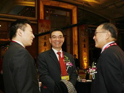 图:柳传志、林毅夫、张朝阳在现场谈笑风生