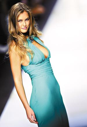 莱昂纳多名模女友身材超棒