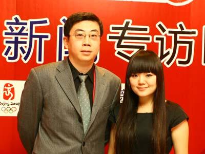 图:主持人和现代国际关系研究院东南亚及南亚研究室主任翟琨(左)合影