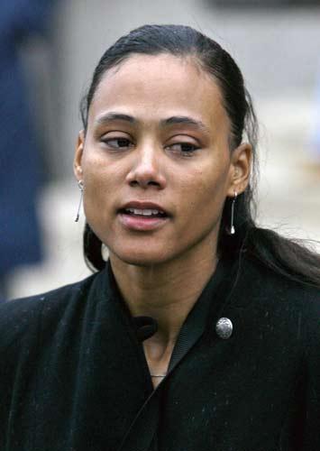 图文:琼斯被判入狱六个月 听完宣判满脸无奈