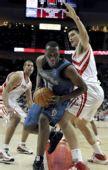 图文:[NBA]森林狼VS火箭 姚明阻击对手