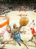 图文:[NBA]森林狼负火箭 艾尔-杰弗逊上篮
