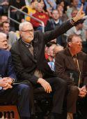 图文:[NBA]雄鹿负湖人 杰克逊指挥若定