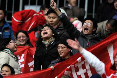 中国球迷为国奥助威