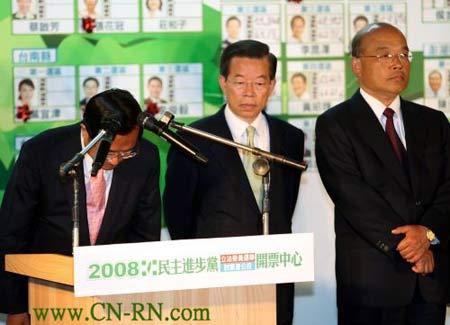 民进党主席陈水扁(左)为败选负责,请辞党主席。谢长廷、苏贞昌表情严肃。