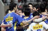 图文:男排总决赛上海夺冠 胜利到手欢呼庆祝