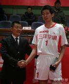 图文:男排总决赛上海夺冠 辽宁马明获最佳拦网