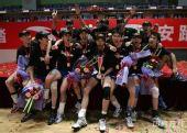 图文:男排总决赛上海夺冠 冠军球队集体合影