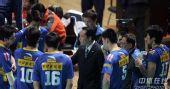 图文:男排总决赛上海夺冠 上海主帅面授机宜