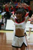 图文:CBA全明星高校拉拉队助兴 舞毕答谢观众