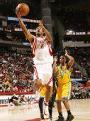 图文:[NBA]黄蜂VS火箭 海德轻松上篮