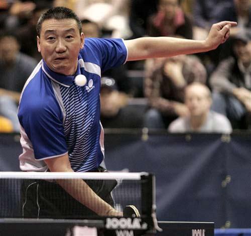 图文:美国乒乓球奥运选拔赛 华人老将成应华