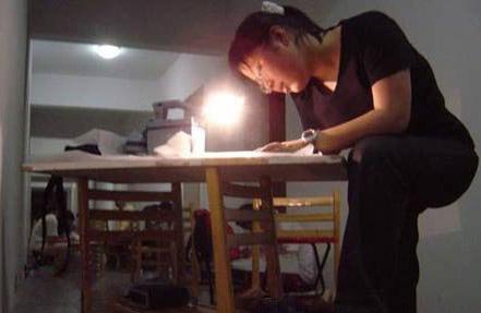 实拍考试前夜大学女生宿舍(组图)