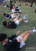 图文:[中超]鲁能海南冬训 队员放松训练