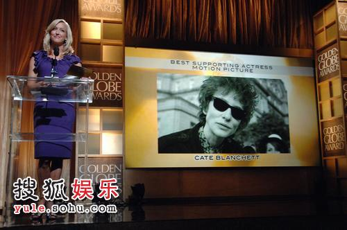 主持人宣布凯特-布兰切特获得最佳女配角奖