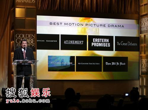 图:金球奖颁奖 乔治·卡马拉宣布《赎罪》获奖