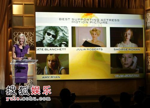 图:金球奖颁奖 电视主持劳拉台致辞