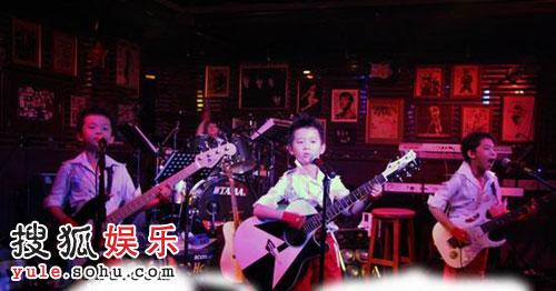20088小乐队演唱《我的2008〉