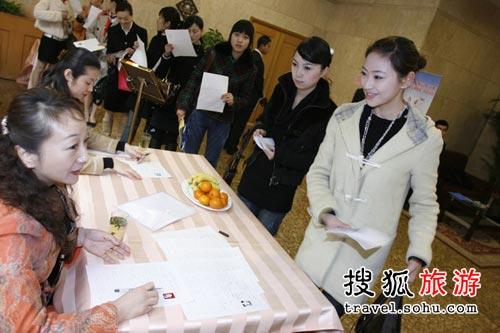 """国航""""奥运空乘""""上海赛区:资格审查"""
