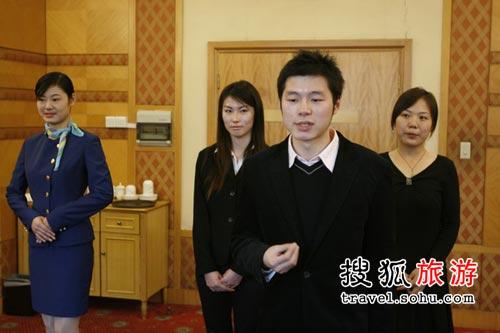 """国航""""奥运空乘""""上海赛区:展示外语"""