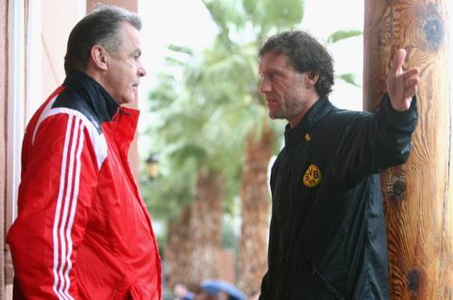图文:德甲拜仁西班牙冬训第2日 教练队员交流