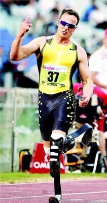 2007年黄金联赛罗马站,奥斯卡冲过400米比赛终点。