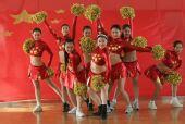 图文:天津奥运啦啦操队艰苦训练 学生动作整齐