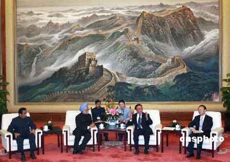一月十五日,全国人大常委会委员长吴邦国在北京人民大会堂会见印度总理辛格。 中新社发 廖文静 摄