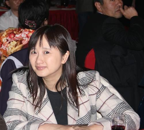 联席总裁兼首席财务官余楚媛露出笑容