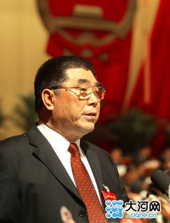 省长李成玉作政府工作报告