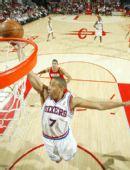 图文:[NBA]火箭VS76人 米勒低手上篮