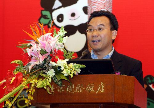 """搜狐副总裁陈陆明在论坛上发表以""""搜狐响应奥运网络版权保护""""为主题的演讲"""