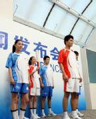 图文:北京奥运会火炬手及护跑手服装