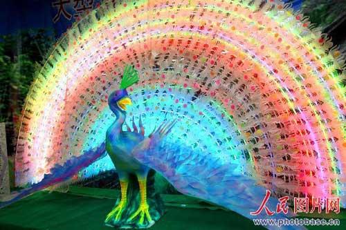 沈阳:巨型孔雀开屏灯