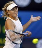 图文:澳网次轮莎娃2-0达文波特 美女挺胸回球