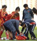 图文:[四国赛]中国2-0芬兰 李洁比赛中受伤倒地