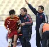 图文:[四国赛]中国2-0芬兰 李洁受伤无力坚持