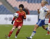 图文:[四国赛]中国2-0芬兰 毕妍比赛中巧妙传球