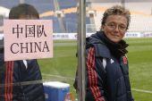图文:[四国赛]中国2-0芬兰 伊丽莎白笑对镜头