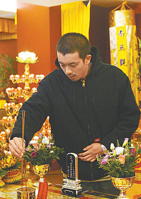 许玮伦_许玮伦逝世周年 男友黯然相守(图)-搜狐娱乐