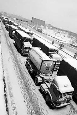 九江前往九江长江大桥的车辆就滞留了5000多辆