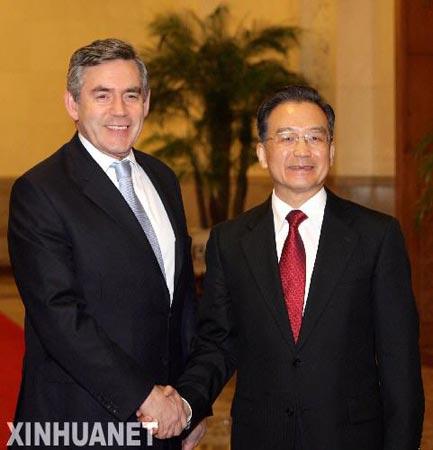 1月18日,国务院总理温家宝在北京举行仪式欢迎英国首相布朗访华。 新华社记者 姚大伟 摄
