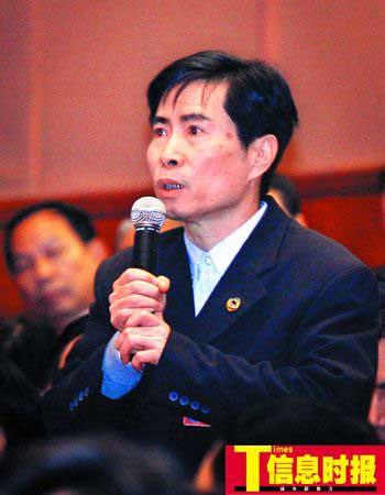 省政协委员、交通厅副厅长陈冠雄   本版摄影 时报记者 杜翠