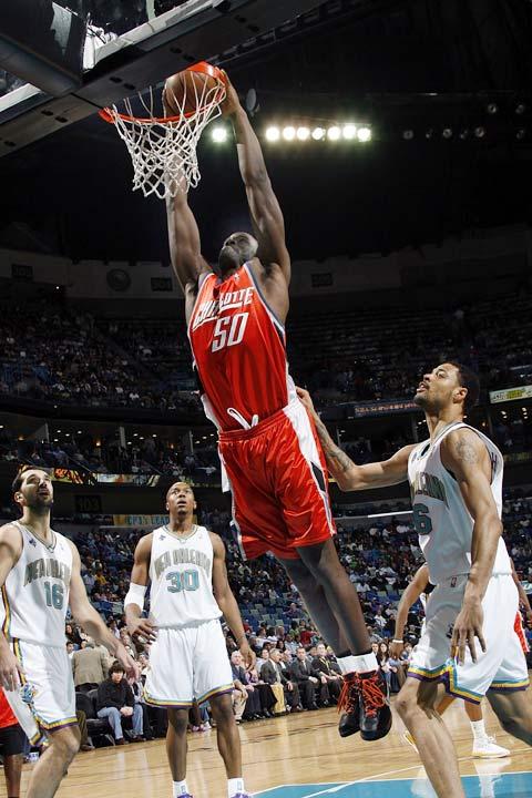 图文:[NBA]山猫负黄蜂 奥卡福灌篮